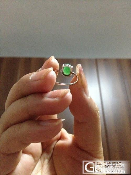 款式比较老套比较简单的一枚翡翠戒指_翡翠