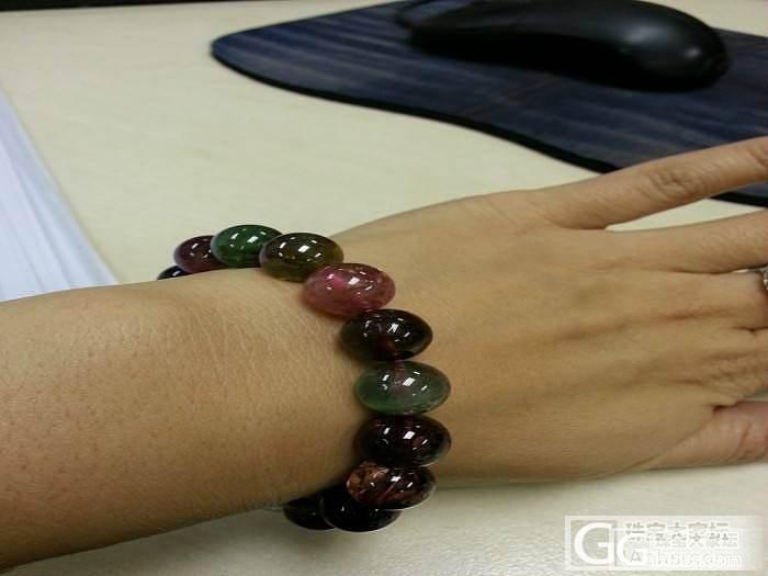 我的碧玺圆珠手链和砗磲搭配在一起还挺..._碧玺