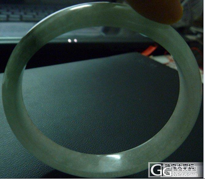 请大家帮忙看看这块镯子是什么材料的?..._翡翠