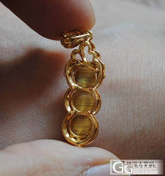 晒下新鲜出炉的猫眼钛晶黄金钻石吊坠_珠串