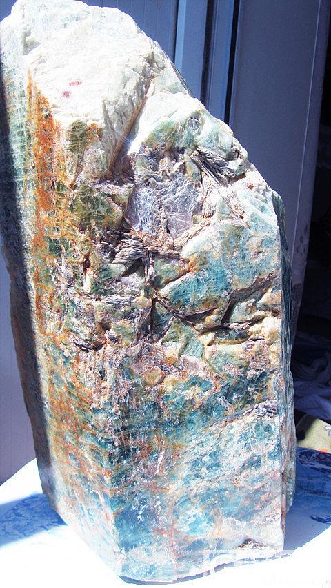 新疆阿勒泰36公斤海蓝宝石标本,绝大..._海蓝宝刻面宝石