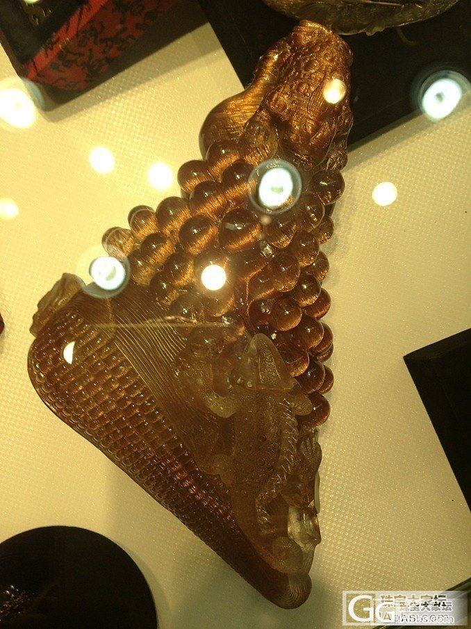给大家饱饱眼福哦!铜条发雕件,全顺发的_宝石