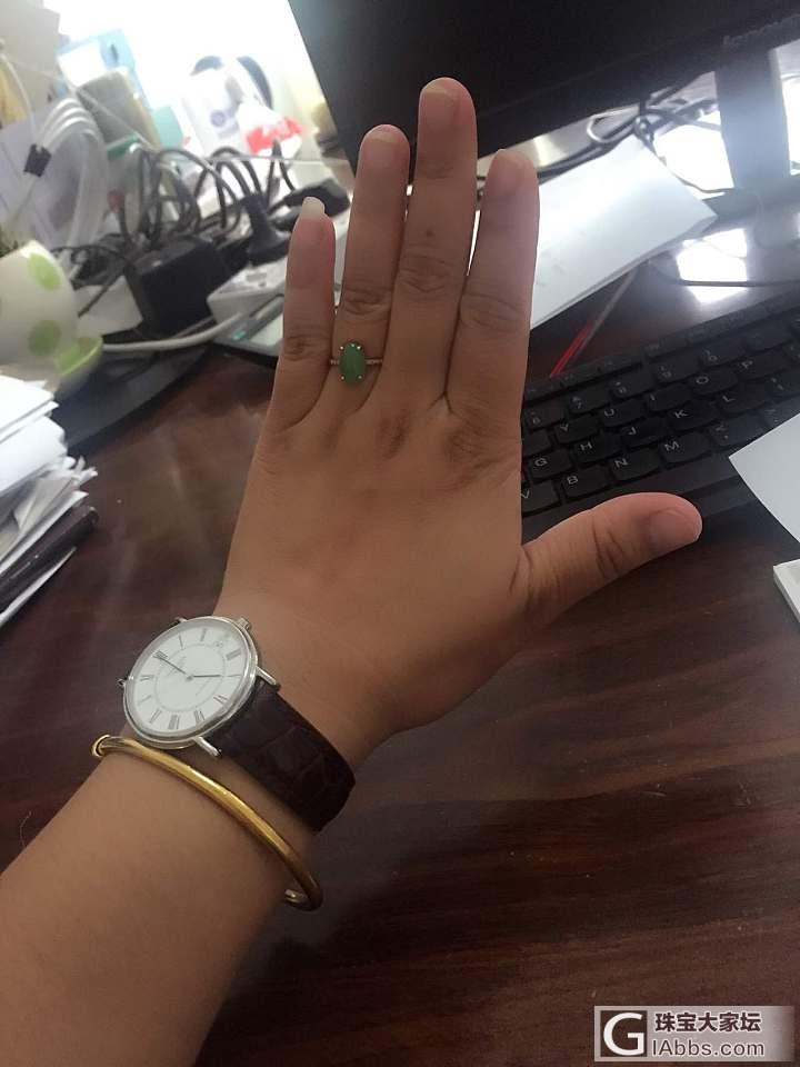 今天戴的_手表金翡翠戒指手镯