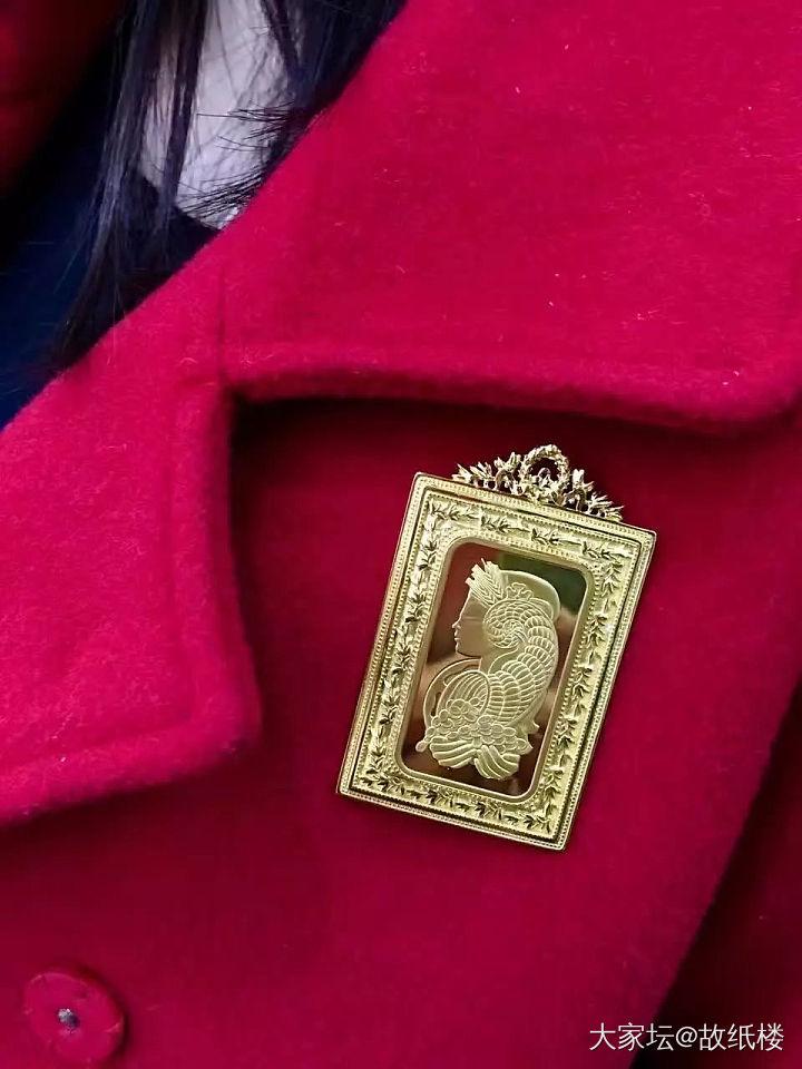 故纸楼同学-57克的财富女神金币胸针,火热出炉了_金胸饰