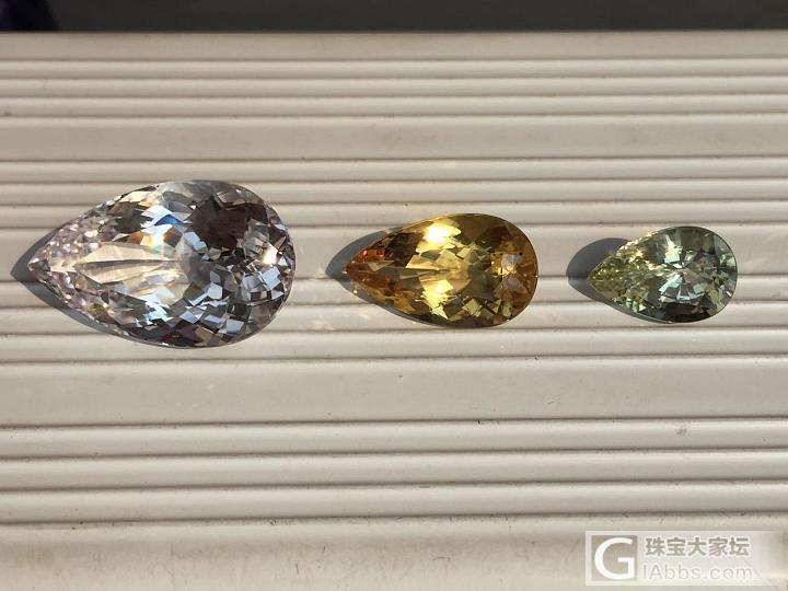 终于出太阳了,好天气适合拍石头_沙弗莱猫眼月光石尖晶石闪锌矿彩色宝石蛋面硅镁石刻面宝石