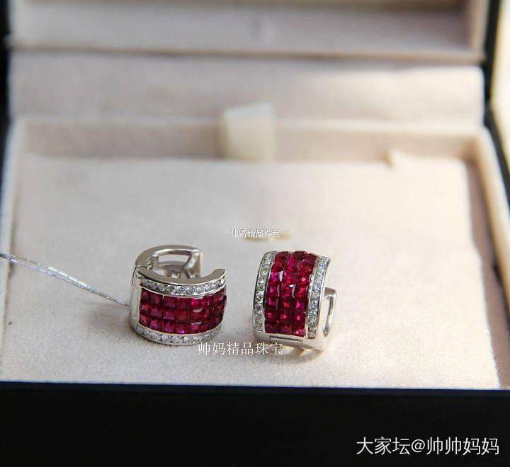 18K白金无边镶嵌红宝石耳钉_名贵宝石