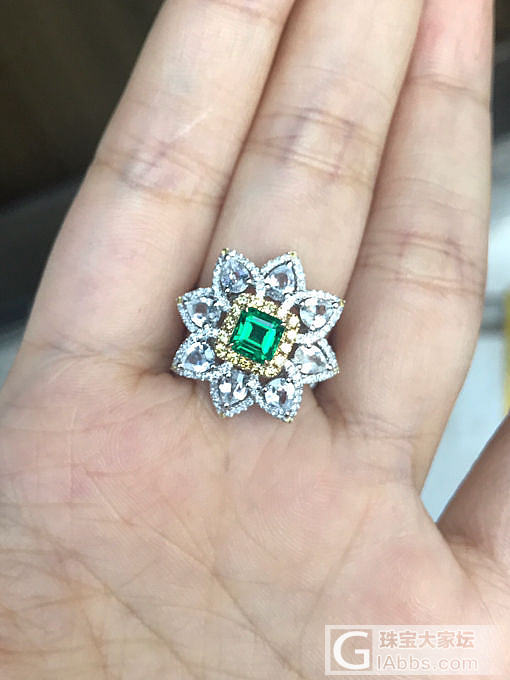 之前那颗电光绿的小祖母绿镶好啦 大片送上_戒指祖母绿