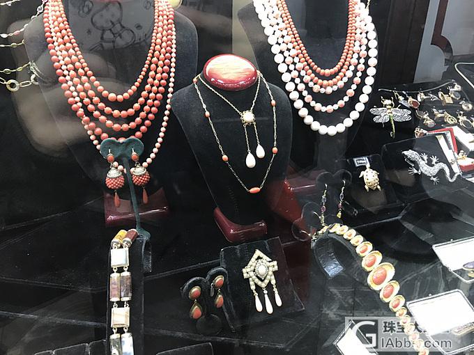 伦敦最繁华的街道里边的老珠宝店铺_古董首饰琳琅满目商圈英国