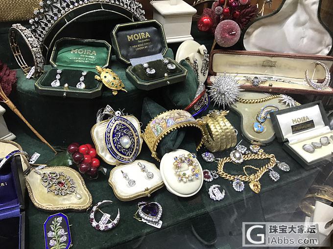 伦敦最繁华的街道里边的老珠宝店铺_英国集散地琳琅满目古董首饰