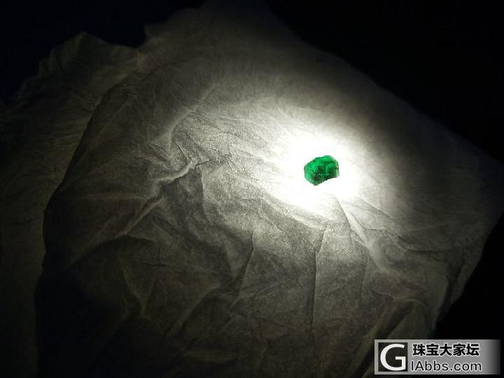 一小颗绿色的东西,不知道有没有识货的
