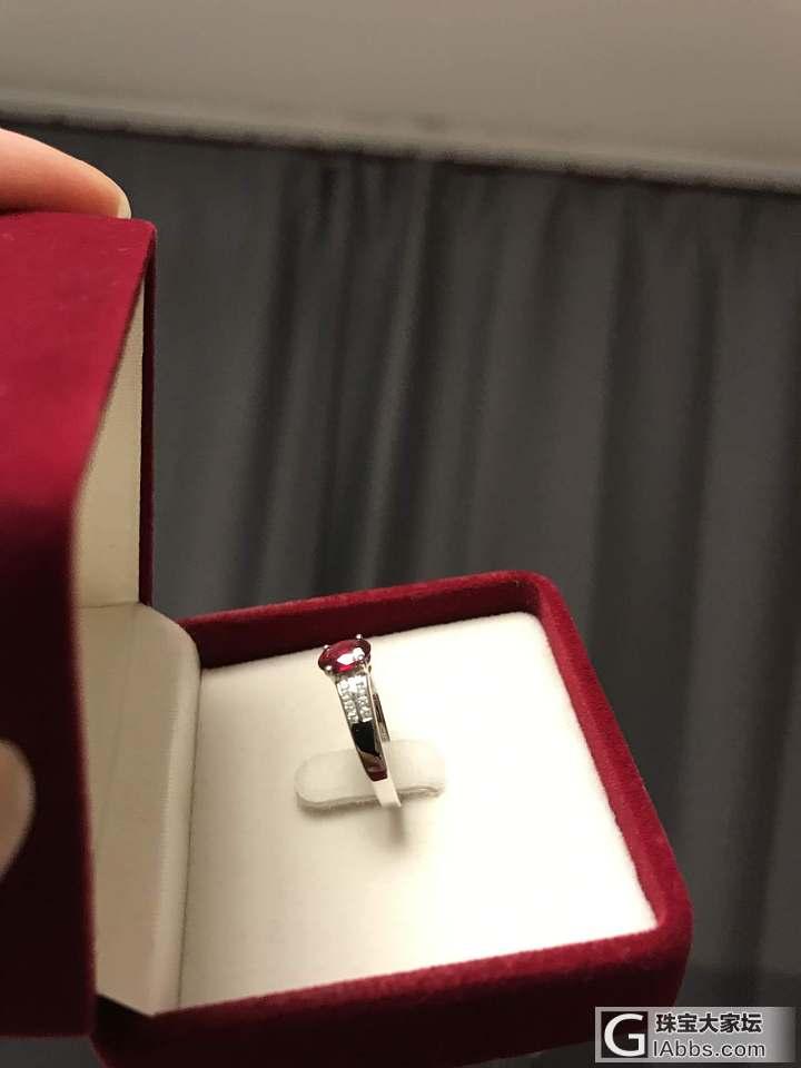 爸妈在泰国三万买了0.55克拉的红宝石。。。
