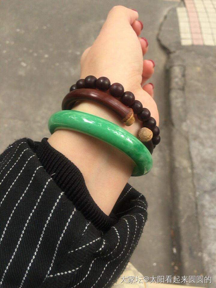 满绿飘辣绿手镯 53.8 10.5 7.1_翡翠