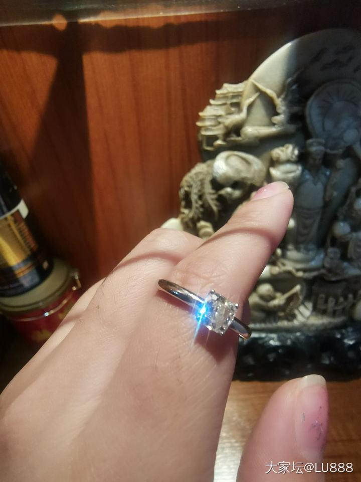 订婚垫形钻戒 男朋友买小了 我想换个大点的 有亲喜欢的不 便宜转手_戒指钻石