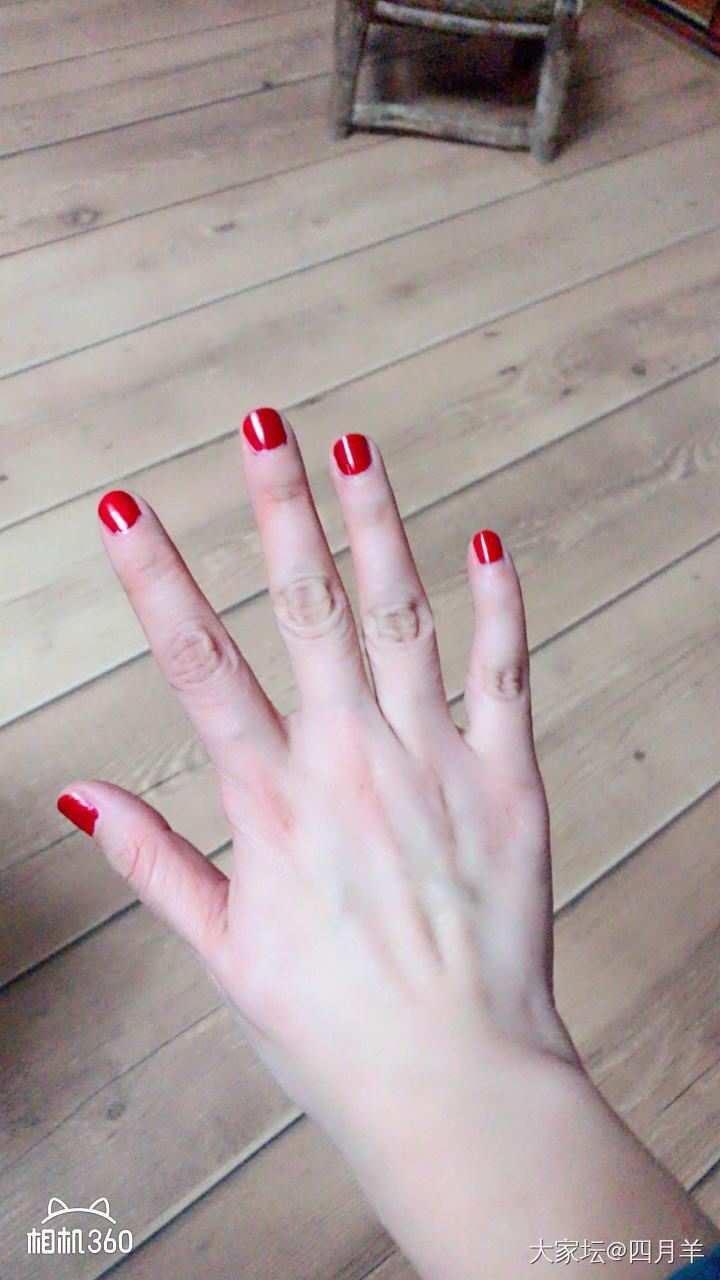 不做个大红指甲,怎么任性晒首饰呢?_戒指钻石名贵宝石