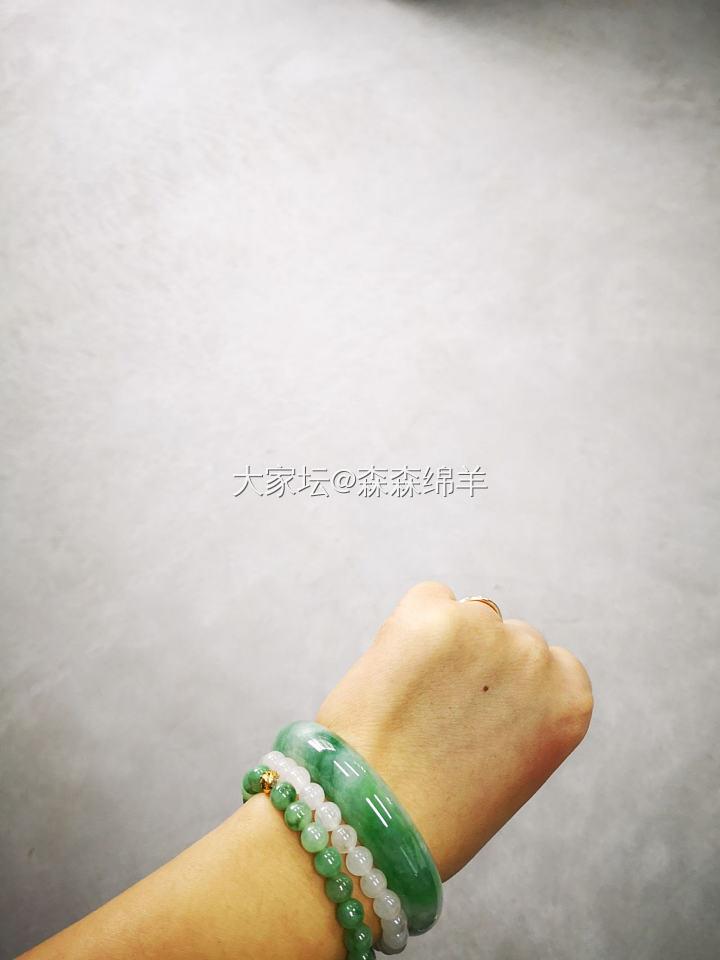 飘绿翡翠手镯带证书54可戴_翡翠