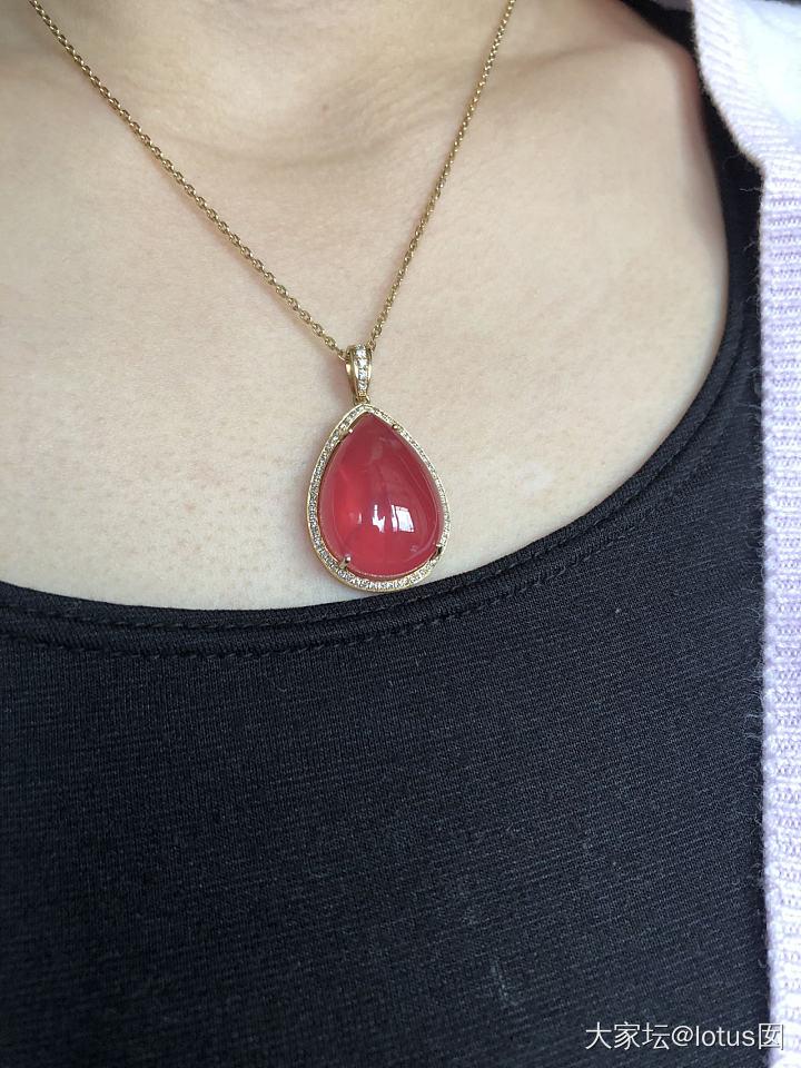 荧光超好的红纹石💧吊坠_彩色宝石