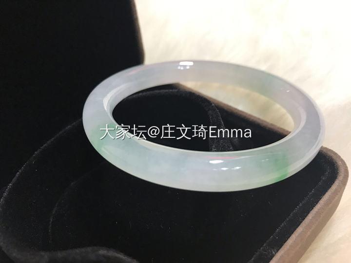 冰带绿圆条手镯_翡翠