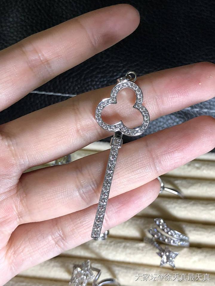 专柜钻石钥匙骨折价出金钻成本都不够_首饰