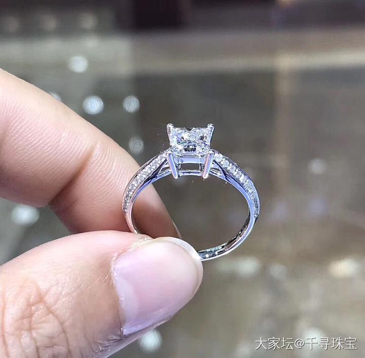 【公主方钻戒】豪镶戒臂设计款_钻石千寻珠宝