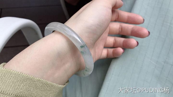 这只手镯有纹,可以购买吗?价格上万!有纹影响吗_翡翠