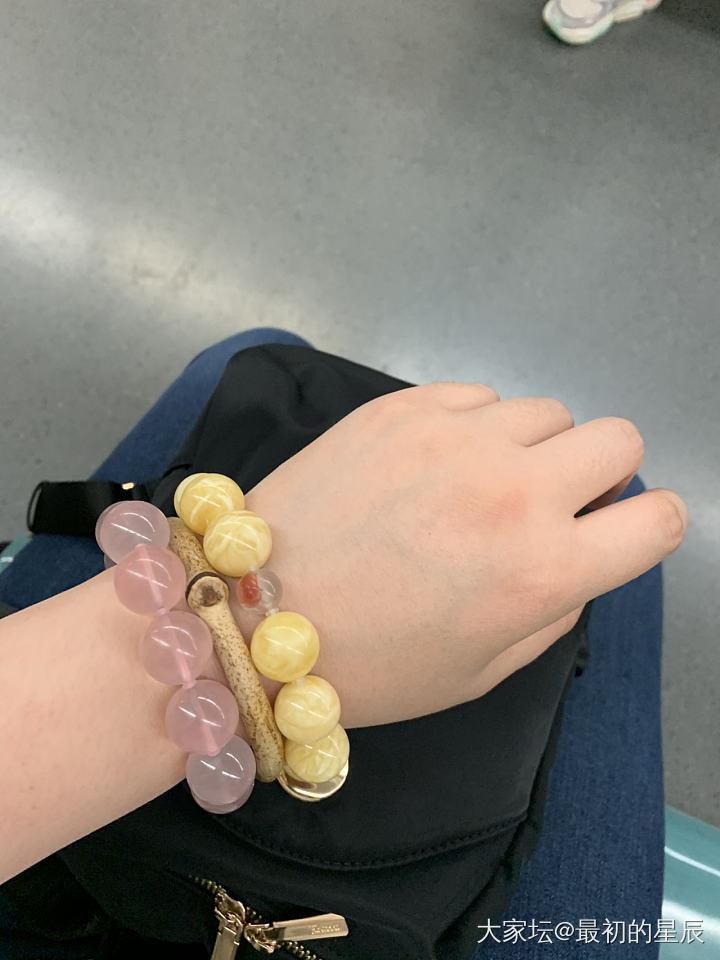 是不是戴的有點多了,右手只有一塊手表_蜜蠟南紅珠串