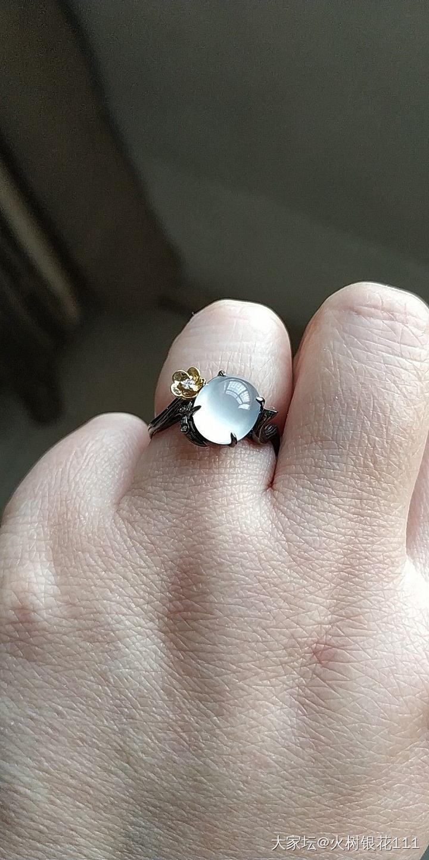 出贝爷家两枚白蛋戒指和花丝精工吊坠_翡翠