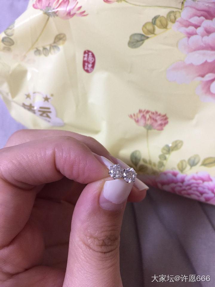 70分钻石耳钉 全新 有证书_首饰