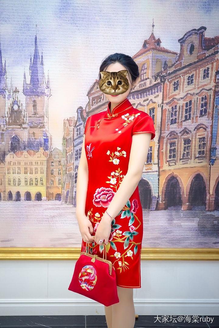 看大家最近晒旗袍,我也晒晒我的旗袍,长的不好看,就先挡上吧!_穿搭