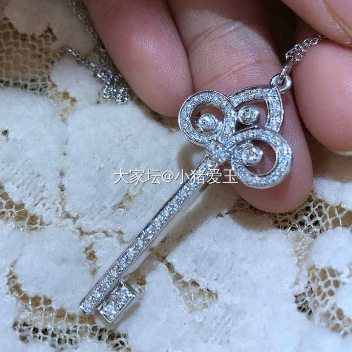 18K白金鸢尾花钥匙钻石项链_颈饰钻石认证商