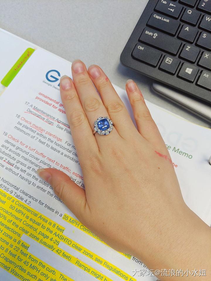 變色藍寶石露真容哇咔咔_戒指藍寶石名貴寶石