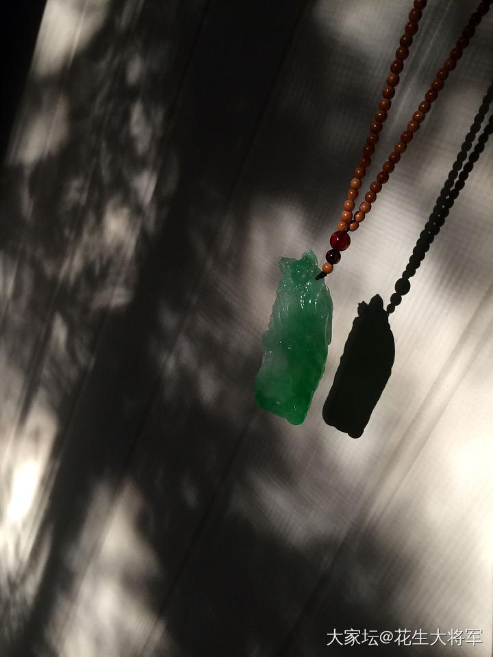 冰种正阳绿鱼戏莲荷花吊坠_翡翠