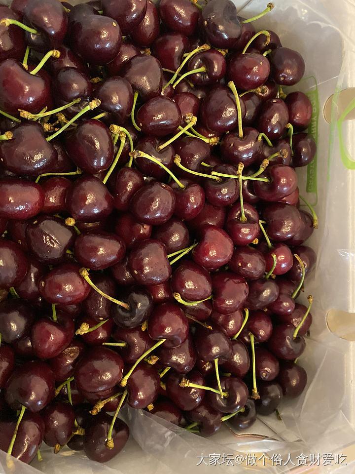 买了一箱车厘子吃,5斤380元,很新鲜很甜,好吃就值得!_水果