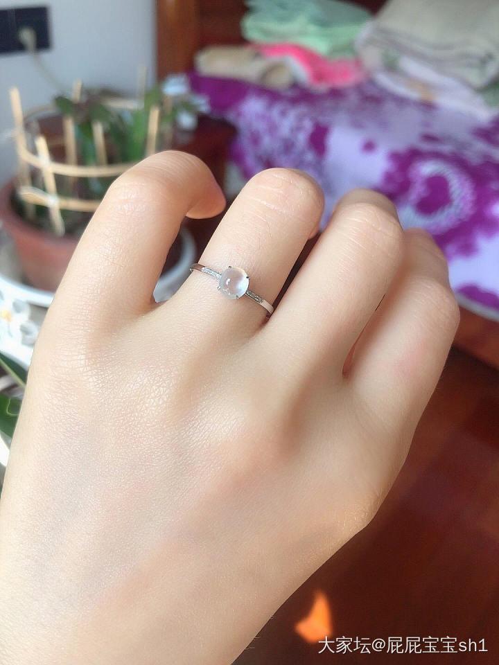 天然18 k金钻镶嵌高冰种翡翠白冰戒指强荧光起胶感_翡翠