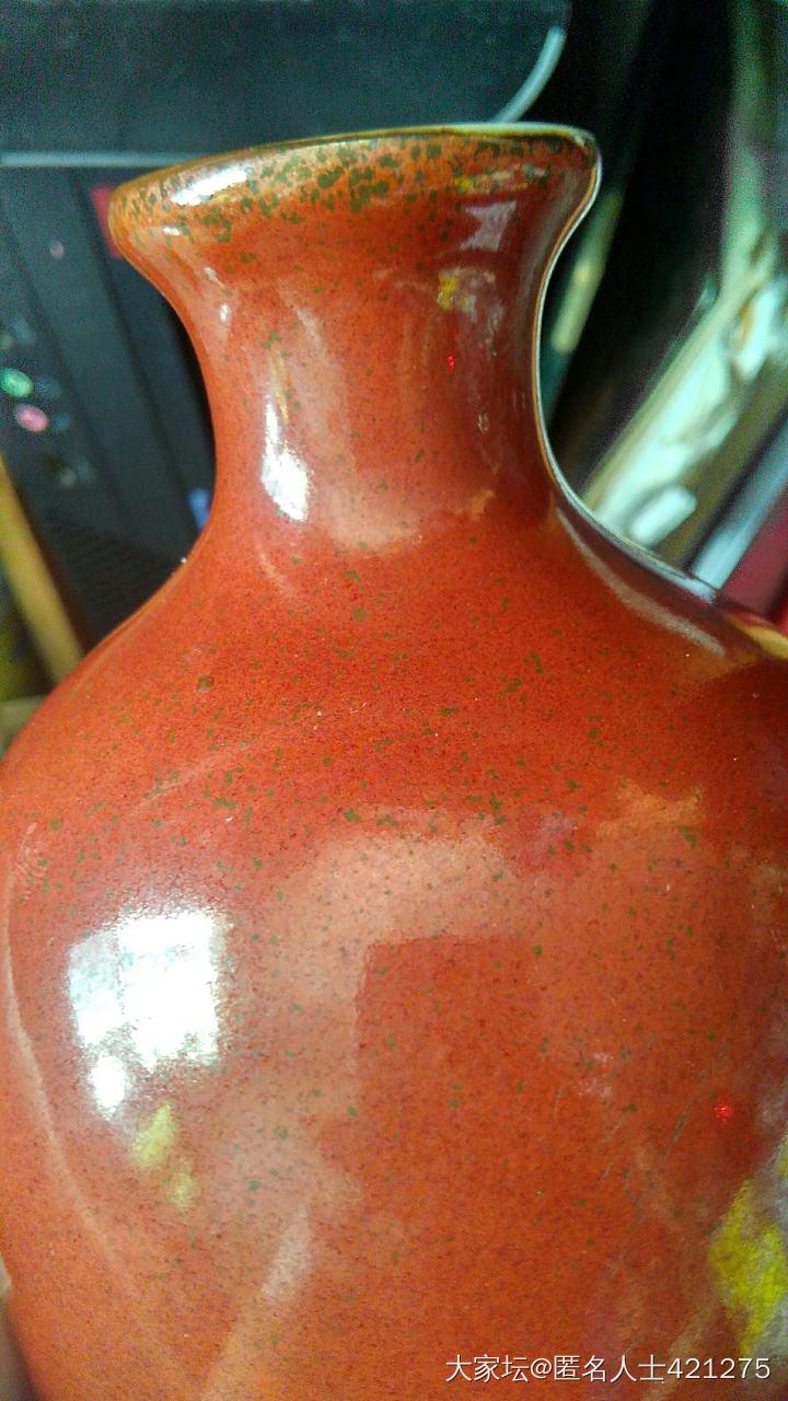 乾隆红釉,红色帶有点点的色,很似红釉加了海台碎。_陶瓷