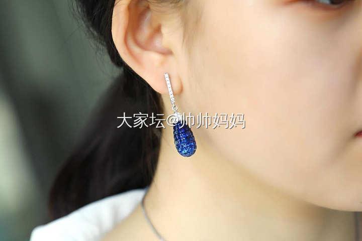 18K白金无边镶蓝宝石钻石耳环_名贵宝石