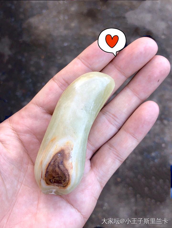 请教:这是一颗什么石头?玉石吗?在矿井中挖到的。_传统玉石