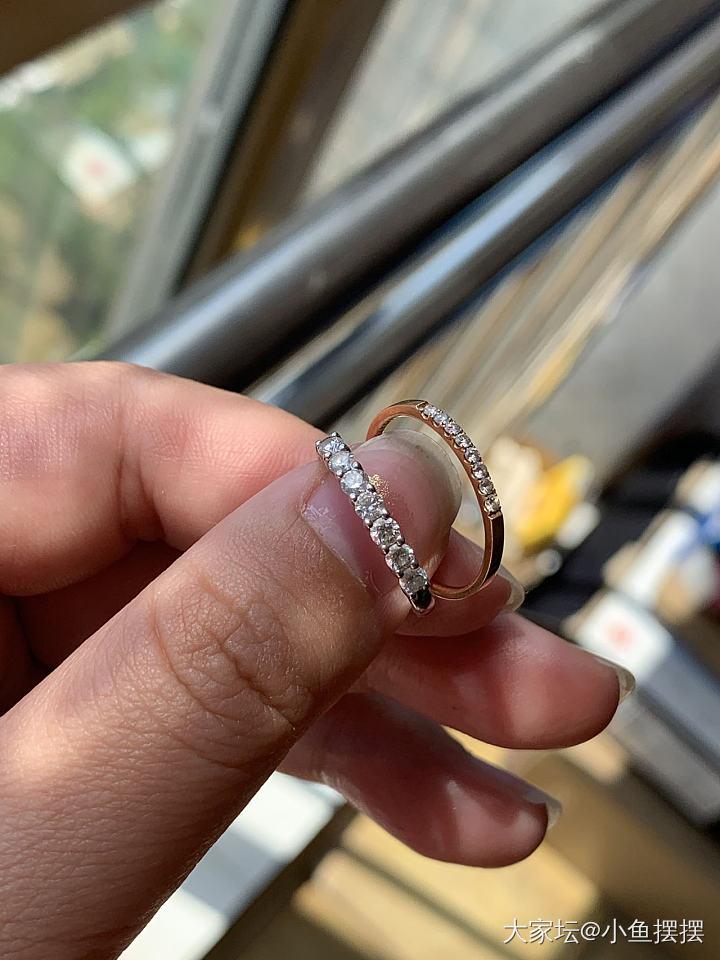 摆地摊出2个钻石排戒,几个包_翡翠