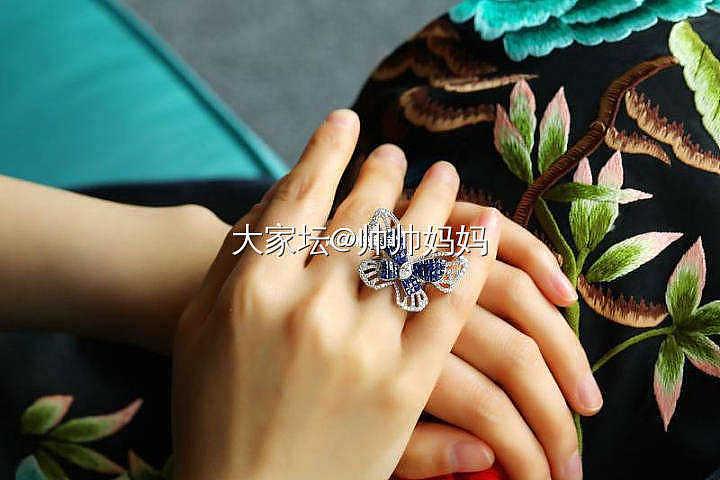 无边镶18K白金蓝宝石钻石蝴蝶戒指_名贵宝石