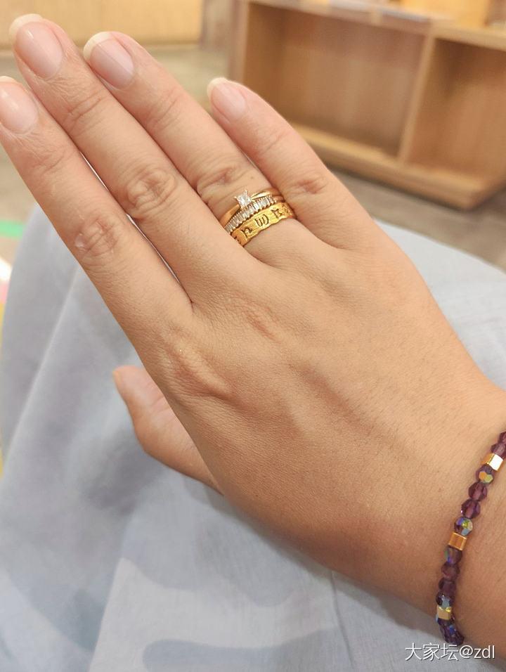 叠这三个戒指一起戴,会不会很奇怪🤔_戒指
