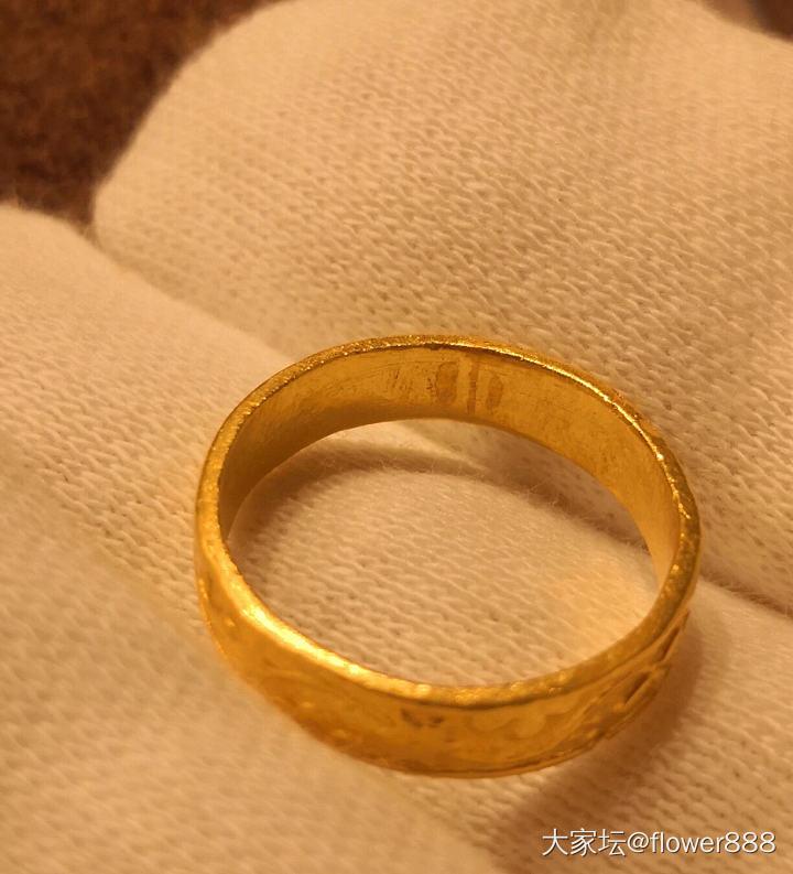 极品老金戒指 属于民国时期,很多戒指都是活口设计的,这款是很难得是闭口小花戒,属..._老金