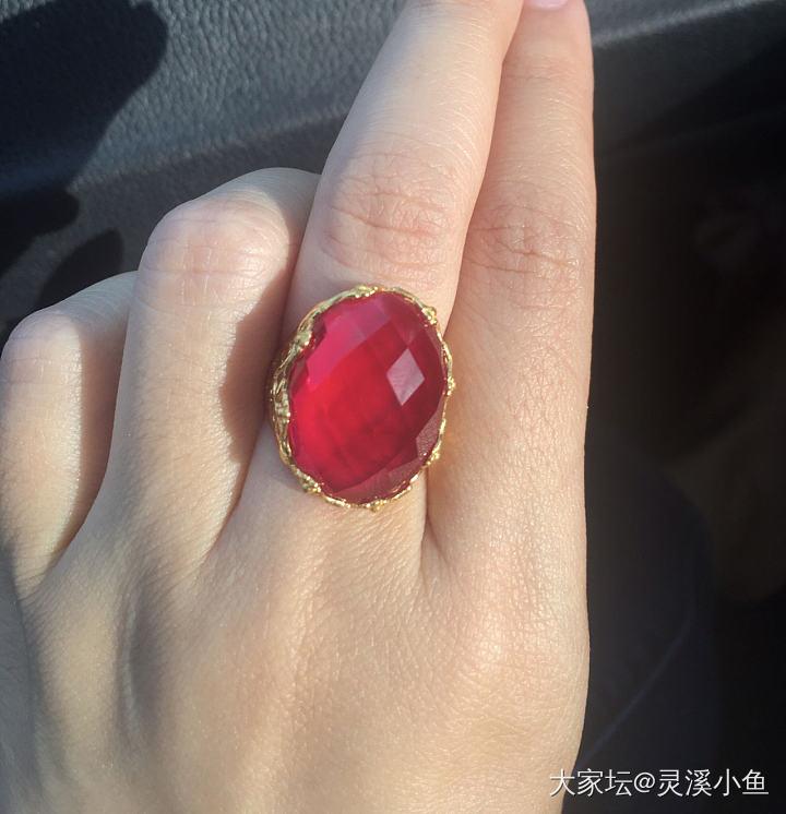 给姐妹们看看维族的金店吧~收了一个小戒指。_新疆金