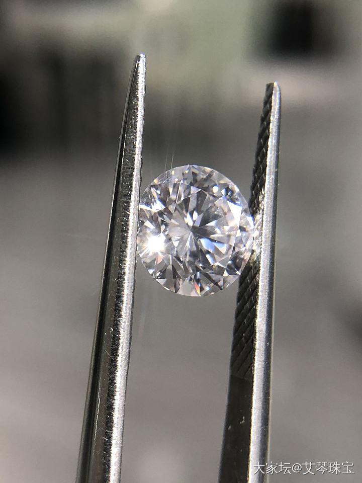 【爱琴珠宝】1.52 F VS2  3EX 带粉色的白钻_钻石