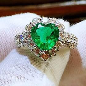 铂金镶嵌哥伦比亚切面心形祖母绿钻石戒指