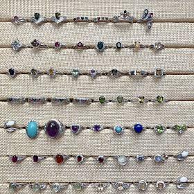 有新的,天然水晶彩宝银戒指