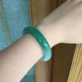 56.2浓绿翡翠手镯