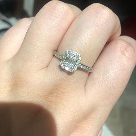 最后发一次 铂金镶嵌T方钻戒指
