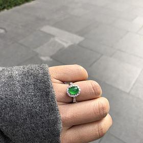 绿眼睛翡翠戒指