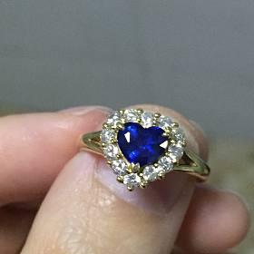18k金一克拉蓝宝石钻石戒指