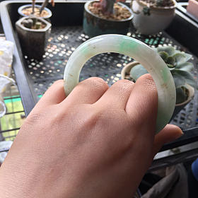 翡翠手镯飘阳绿洒金胖圆条 圈口55到56