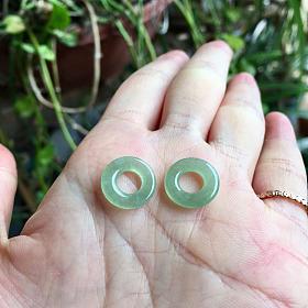 天然A货翡翠冰种淡绿甜甜圈一对